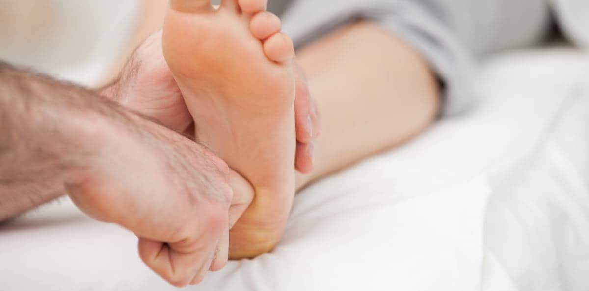 brännande fötter behandling