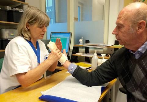 Injektion mot Dupuytrens kontraktur (krokigt finger, vikingasjukan)