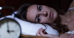 Har du svårt att koppla bort tankar och bekymmer när du ska sova?